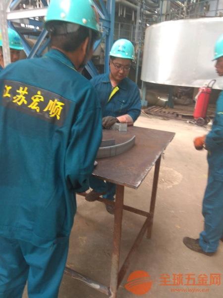华阴水泥烟囱安装钢梯