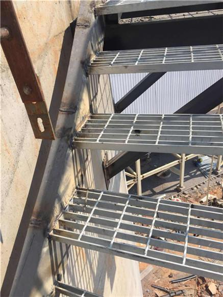 新闻:贵州水泥烟囱更换爬梯公司/欢迎访问