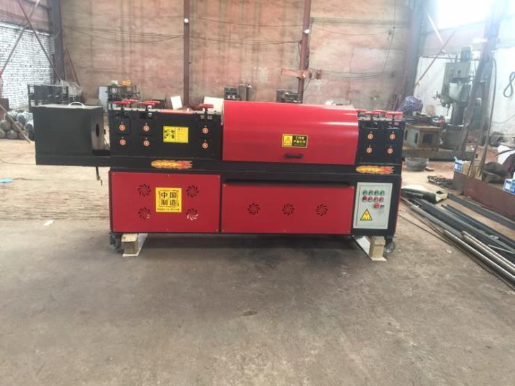 鋼管保養設備采用30根除銹鋼刷