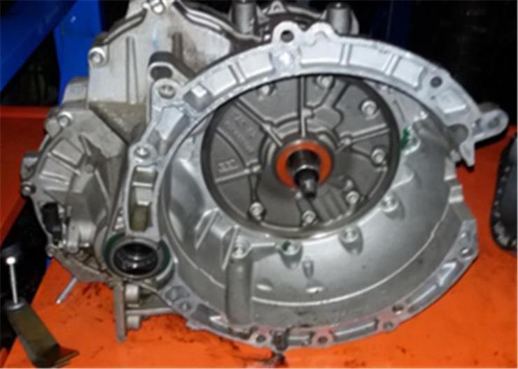 2205离合器总泵毛坯精铸件