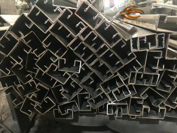 制糖设备用不锈钢管 食品卫生用管 内抛光内整平管 卫生级食品用管 以优质原材料生产的,ASTM A554标准;焊接不锈钢机械用管,可进行表面抛光。 规格为:6273 88150150 1020100150 特殊规格经协议也可生产 材质:316L、304、202、201等 价格:电仪、面议、(厂价) 长度:6米/支、可按客户要求来订制 厚度:0.