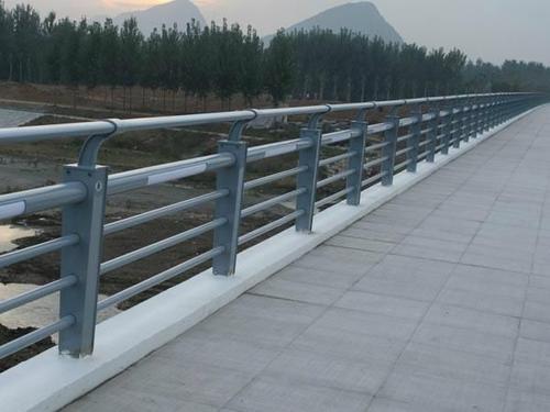 保定桥梁防撞护栏哪里有