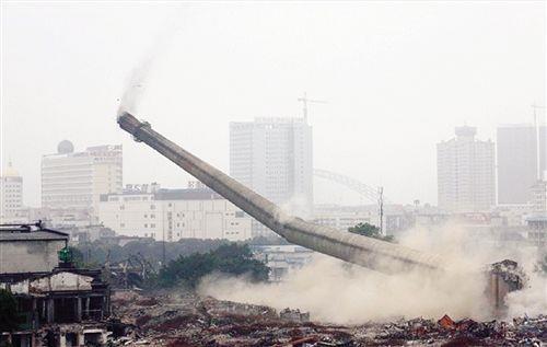湖北省襄樊市水泥水塔拆除