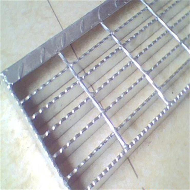 齿形防滑栅隔踏步板 平台热镀锌栅隔踏步板厂家批发