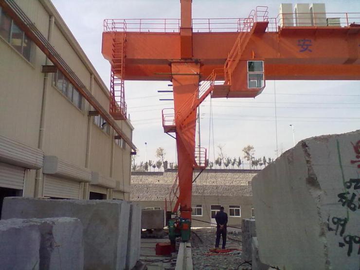 新聞:8噸起重鏈條√180噸橋式起重機