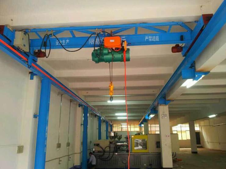 新闻:Doublegirderoverheadcrane吊钩式集装箱专用吊具
