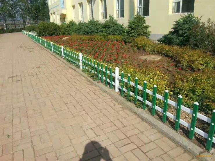 草坪专用建材 锌钢草坪护栏