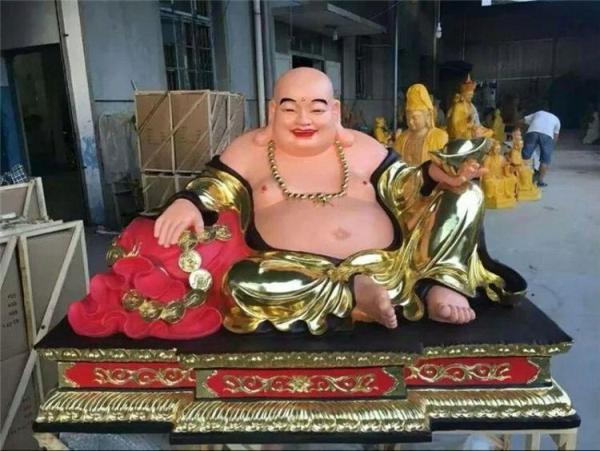 盘坐弥勒佛铜像 供奉大型弥勒佛铜像
