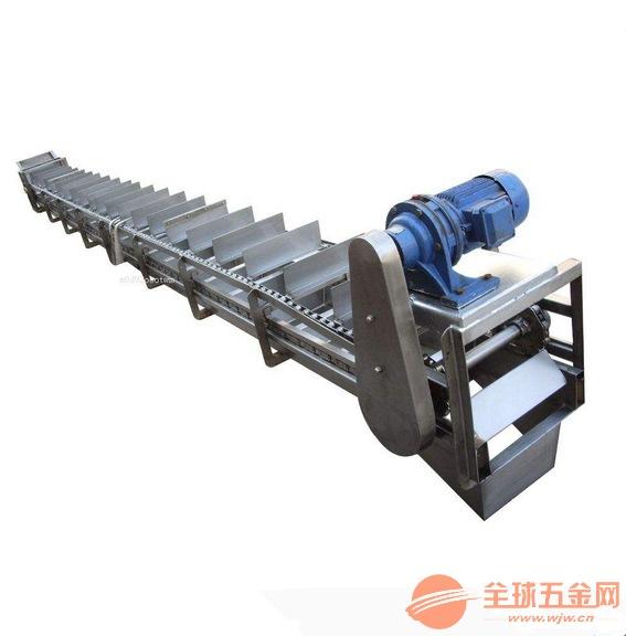 特点:埋刮板输送机整机结构合理,可以多点加料,也可以多点卸料。刮板的移动速度在行星摆线针轮减速机的传动下,运行平稳,噪音低,埋刮板输送机是倍受冶金、矿山、火电厂欢迎的输送物料系统设备。埋刮板输送机有MS、MC、MZ型埋刮板输送机三大系列可供选用。是一种在封闭的矩形断面的壳体内,借助于运动着的刮板链条连续输送散装物料的运输设备。 单板链刮板机板式给料机防止工作时将缝隙磨成沟,空载功率消耗较大,埋刮板输送机是一种在封闭的矩形断面的壳体内,而且还是采煤机的运行轨道,是一种在封闭的矩形断面的壳体内防止链条与链轮发