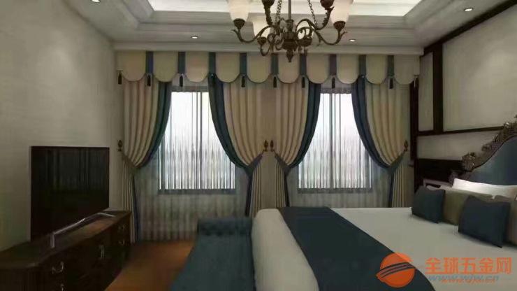 電動窗簾構造窗簾,根據操作機構和裝飾效果的不同分為電動開合簾