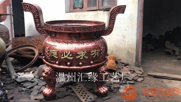 精致小香炉,盘子前垂着刺绣的炉围,很庄严美观,是住持和尚上香专用的