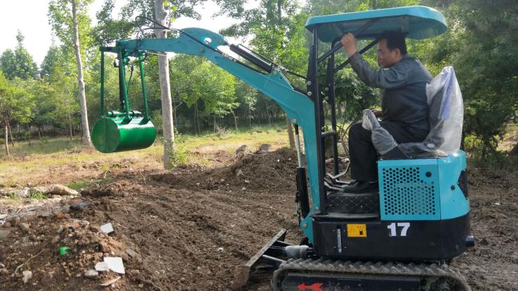 20型小挖机参数/一人操作小勾机/汇众机械施肥机履带