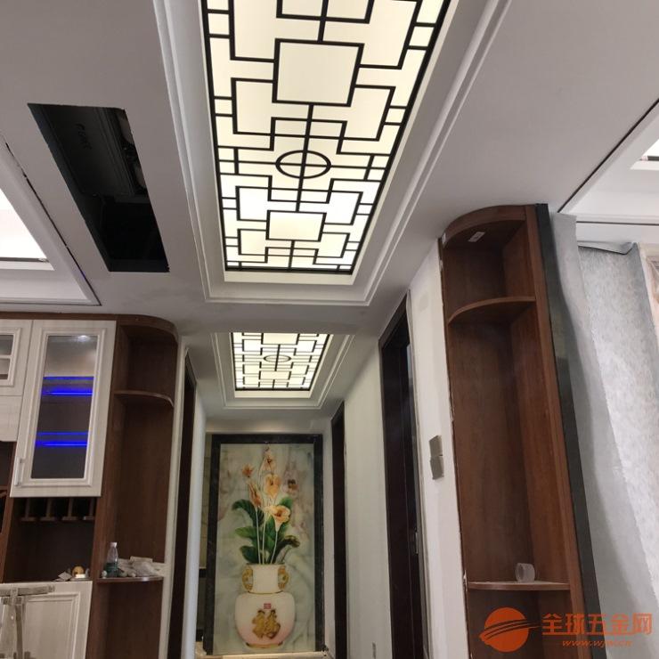 安装实例 吊顶走廊过道不锈钢黑钛屏风通花夹玻璃
