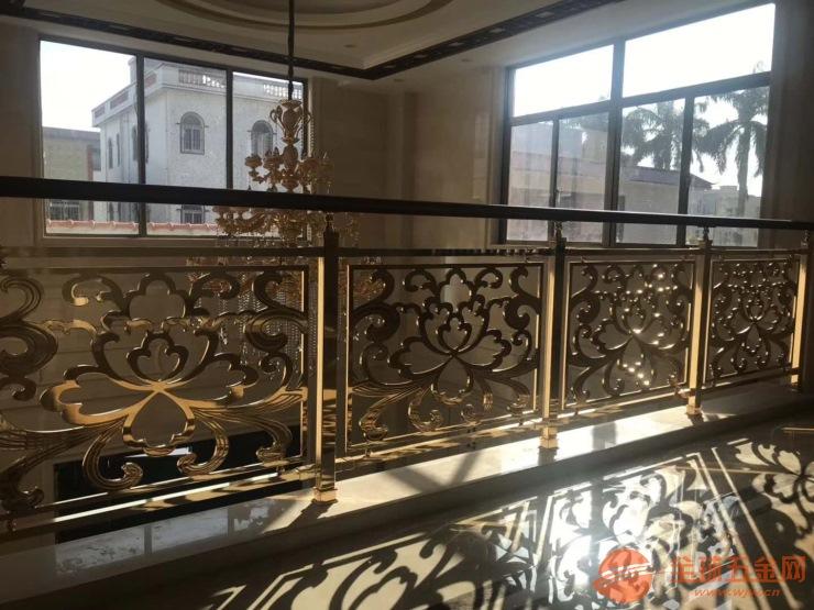 安装实例:新款铝艺黑加金楼梯扶手带沙比利木面包型