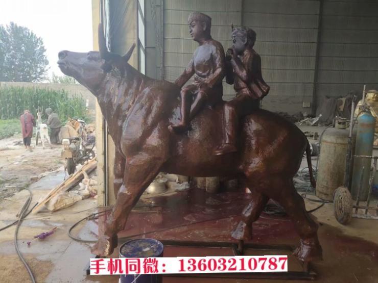 牧童牛雕塑 铸铜牧童吹笛雕塑 润龙铜雕铸造厂