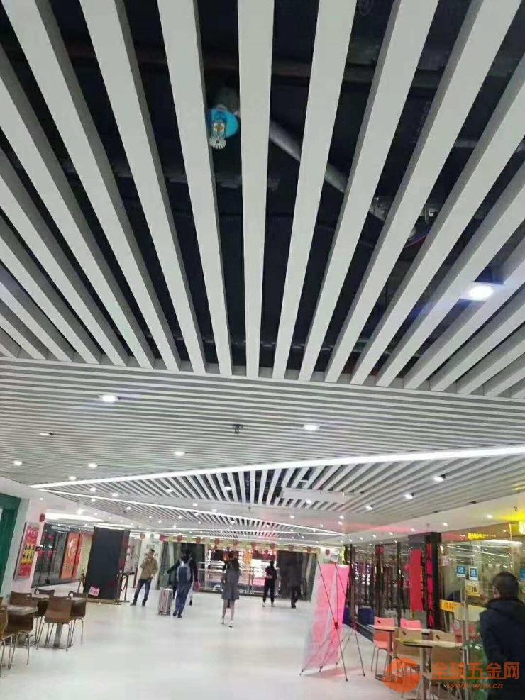 50×30×0.4mm铝方通天花吊顶简单美观 U型滚涂铝方通天花