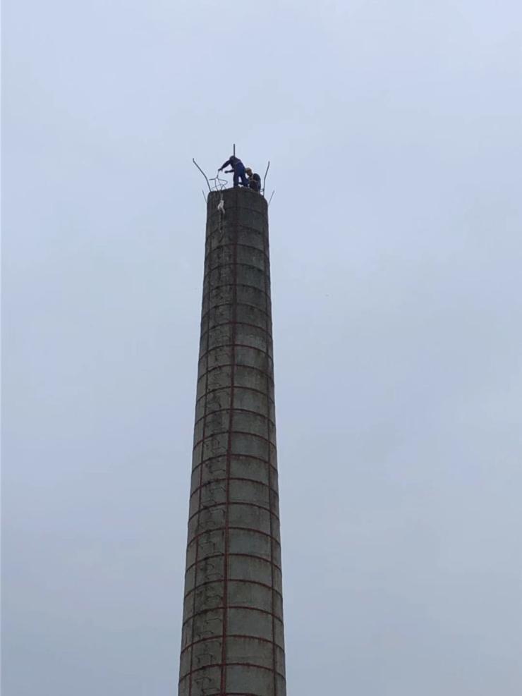 :河北水泥烟囱拆除专业公司