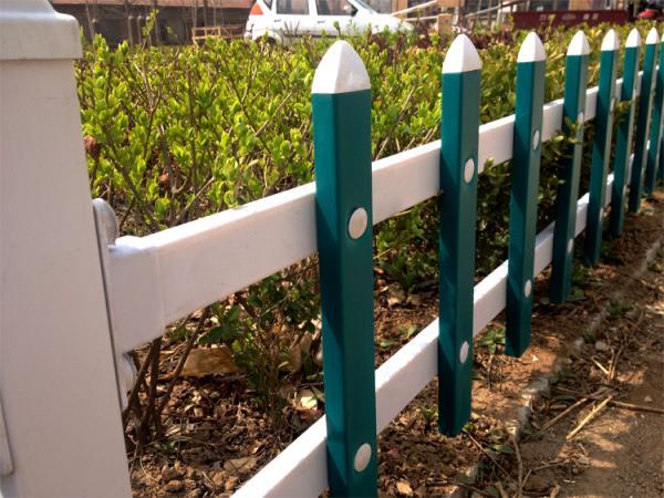 標準化草坪塑鋼護欄廠家大量發貨萬誠護欄廠