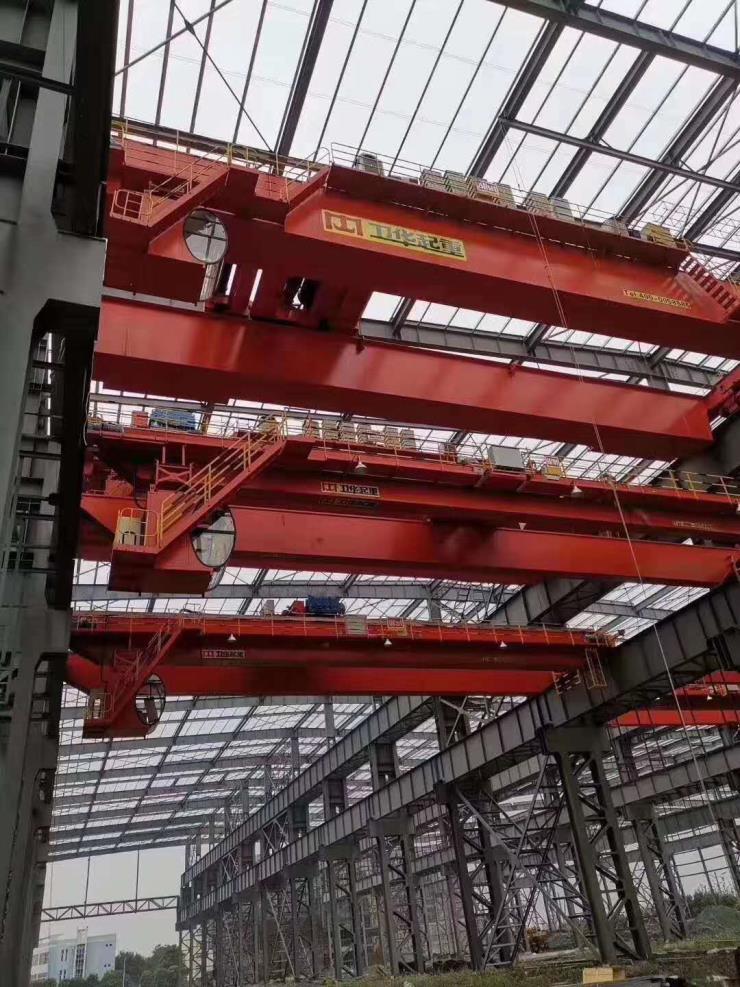 卫华股份新闻:74吨120吨轨道式提梁机严格制造
