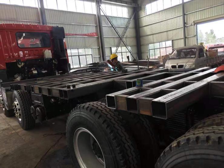 四川现代南骏平板车挖机拖车价格前单后双挖掘机拖板车