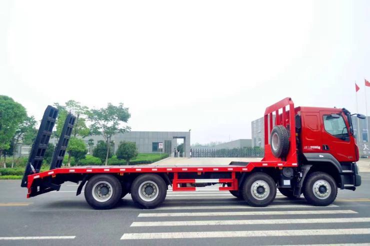 贵州铜仁钩机拖车拉320型挖机
