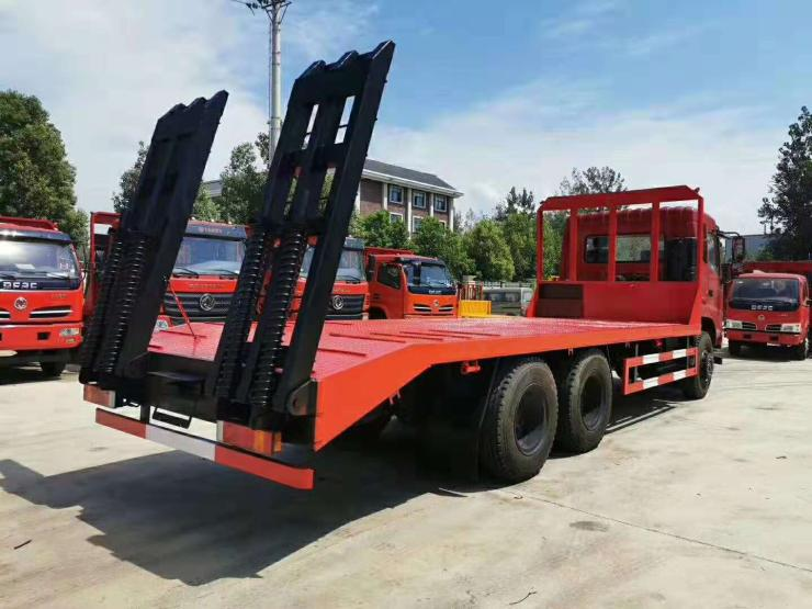 江淮K5拉350型挖機鉤機平板拖車