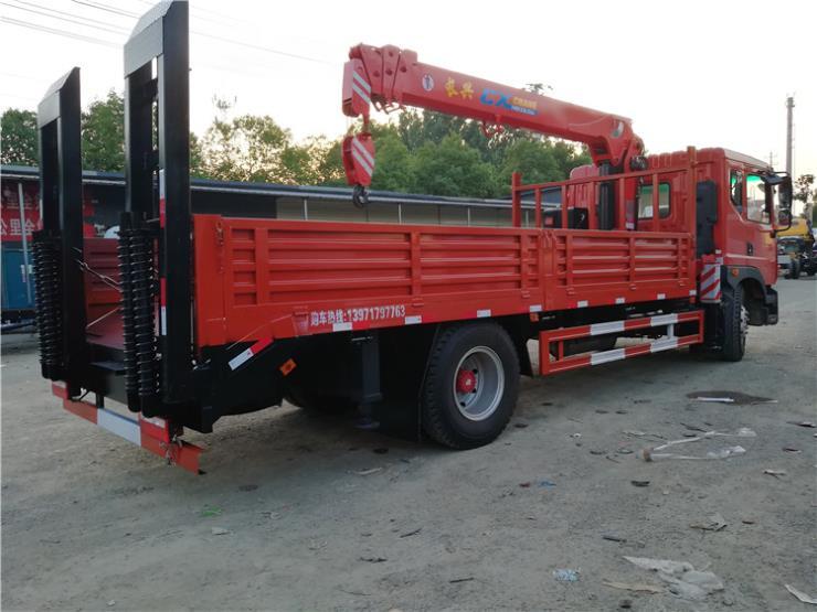成都大运平板拖车拉120挖机收割机拖车
