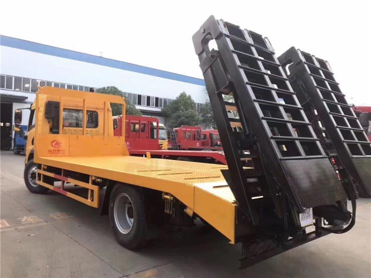 东风D17平板拖车20吨挖机拖车