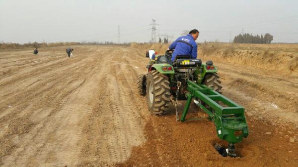 悬挂式植树挖坑机全国联保新品园林拖拉机挖坑机