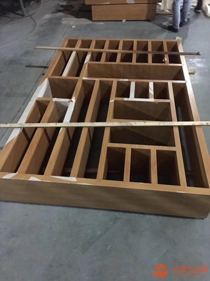 改造古装氛围装饰木纹铝窗花 铝挂落 铝屏风生产厂家