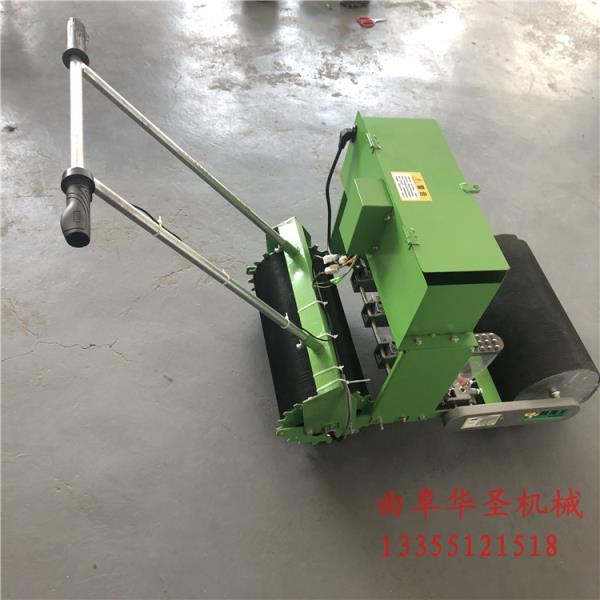新化县小型拖拉机带的蔬菜精播机蔬菜精量播种机