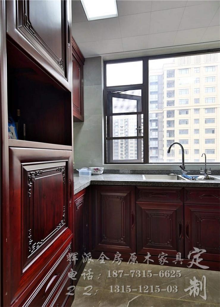 长沙高端实木定制硬装、实木房门、玄关柜定制客户在线