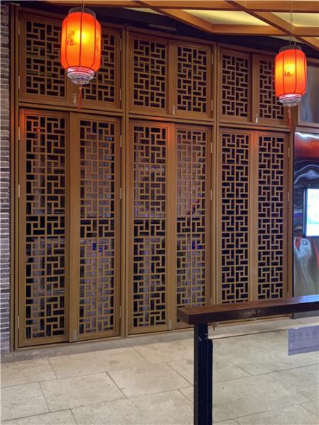 铝合金型材木纹屏风 湘菜餐馆铝花格 铝隔断