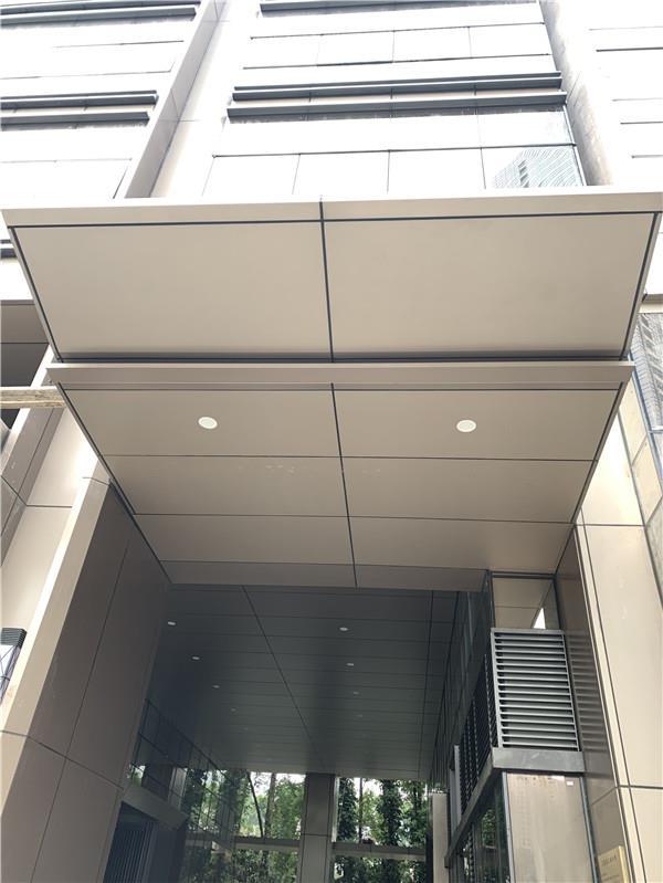 连锁酒店门口雨棚铝单板 遮风挡雨飘蓬铝单板