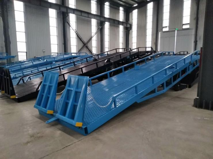 山东潍坊移动式装卸平台,8吨液压登车桥价格