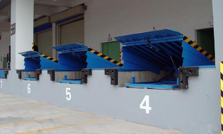 青岛四方区液压登车桥价格-一台固定式装卸平台批发