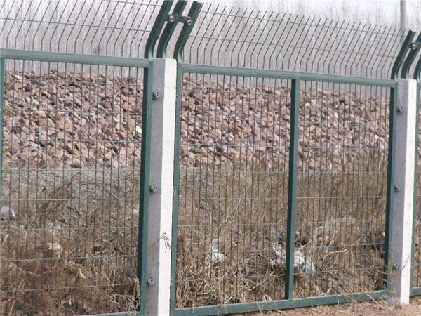 哪里有卖铁路防护栅栏_铁路防护栅栏那里有卖