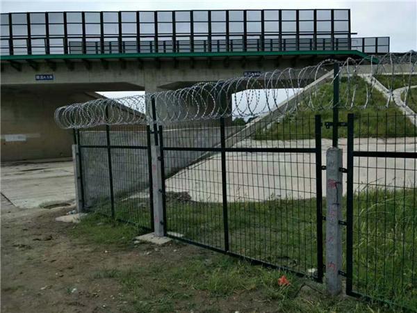铁路防护栏图片_铁路防护栏_铁路防护栏价格
