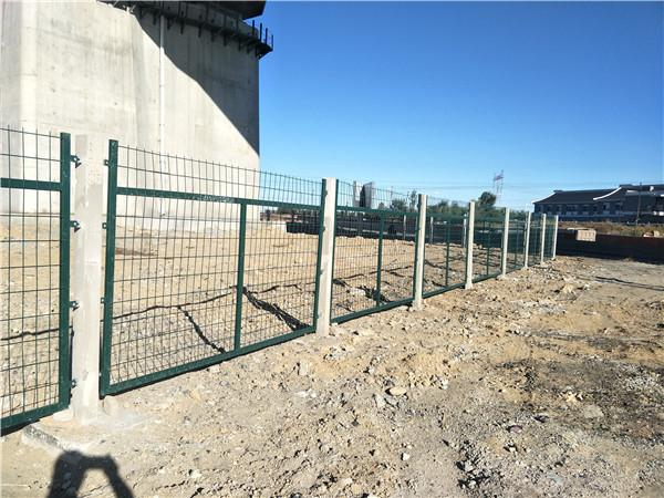铁路隔离防护栅栏哪里好_铁路隔离防护栅栏哪里生产