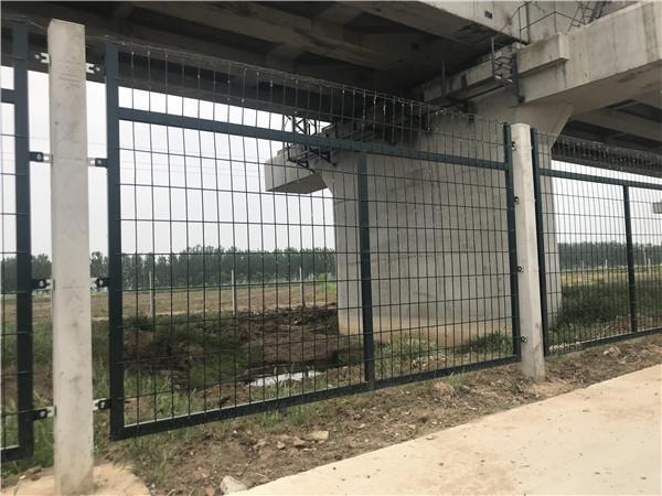 高铁桥下防护栅栏生产厂家_铁路上的栅栏生产厂家