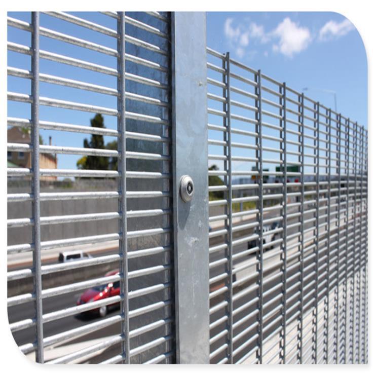 厂家供应358护栏密纹网,边境护栏机场护栏