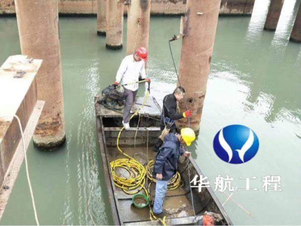新闻:衢州蛙人水下检查水库闸门、潜水员水下维修闸门