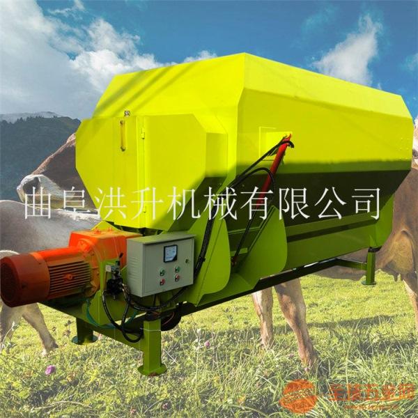 威海柴油三轮撒料车全自动饲料撒料车