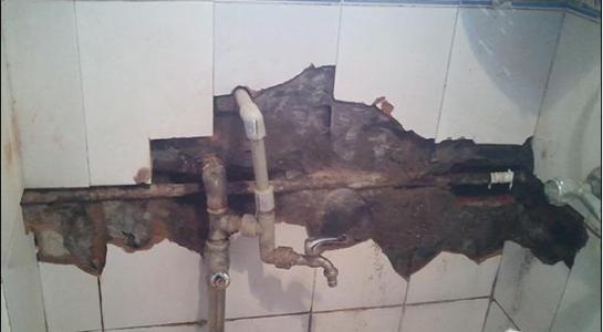修下水洗手盆脱落下水管更换