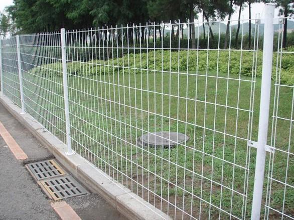 武汉公路护栏网厂家大量供应钢丝网围网常规1.8米 3米