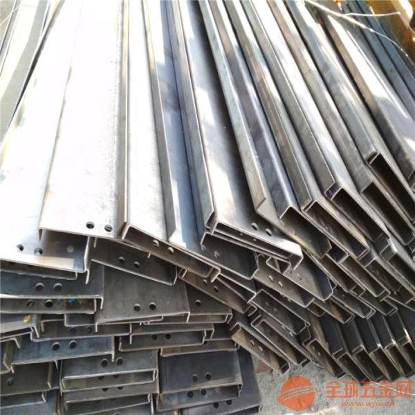 废铁输送机耐用升降式链板输送机视频加工厂家