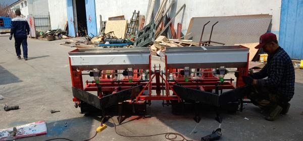 毛豆起壟施肥覆膜機參數 通化 四輪拖拉機鋪膜機視頻