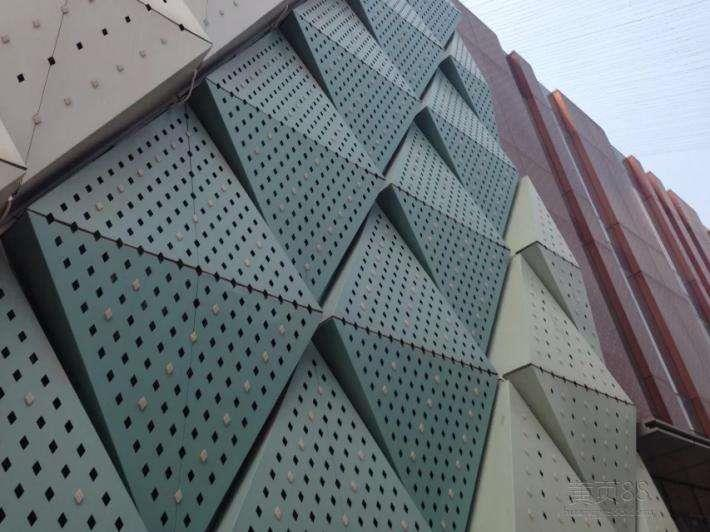 万达外墙雨棚铝单板-德普龙厂家