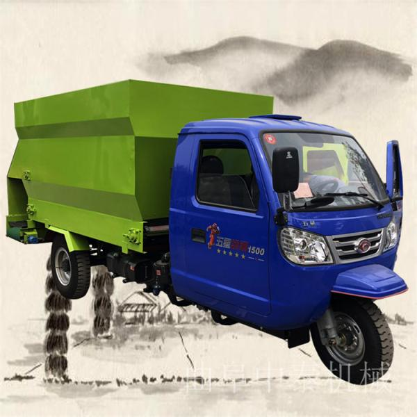 自动搅拌的撒料车中泰牛场建设自动喂料车移动式投料车
