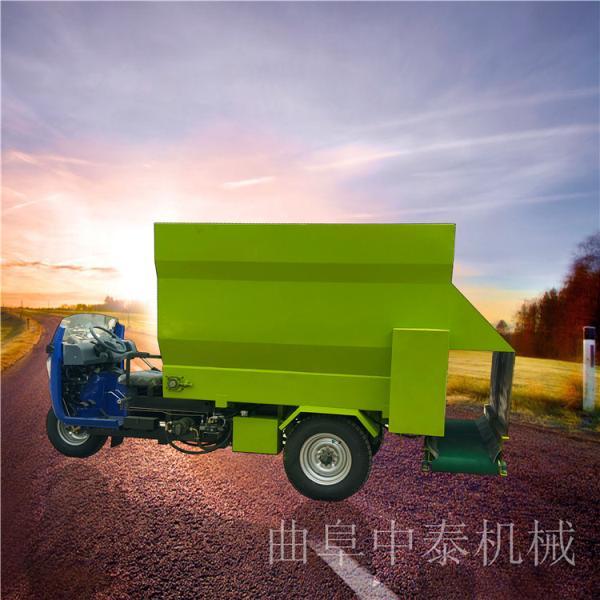 柴油大容量的撒料车牛羊场饲喂车价格饲草投料车